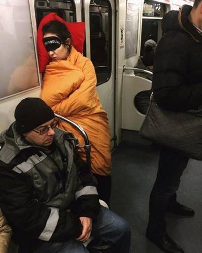지하철에서 숙면을 취하는 방법