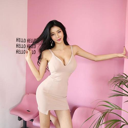 김예림, 몸매 드러낸 원피스 자태