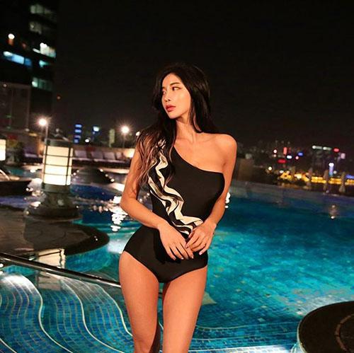 김예림, 몸매 드러낸 수영복 자태