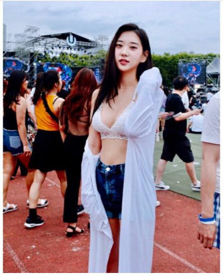 모델 신재은 여름 달구는 환상 몸매