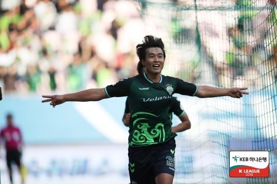 [K리그1 33R] 이동국 통산 215골! '챔피언' 전북, 인천에 3-...