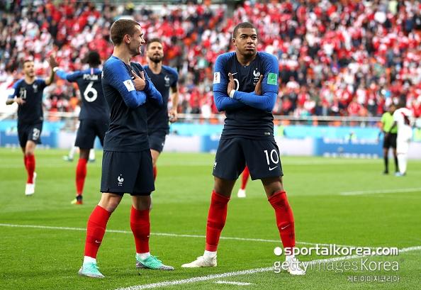 [프랑스-페루] '19세' 음바페 첫 골! 프랑스, 페루에 1-0 리드 (전반종료)