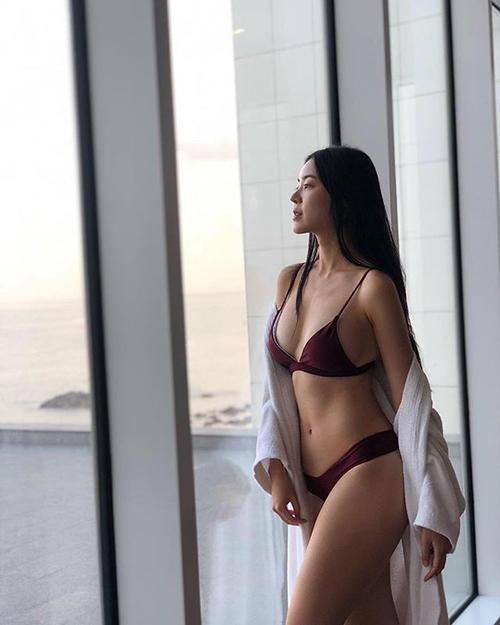 아찔한 비키니 몸매 공개한 모델
