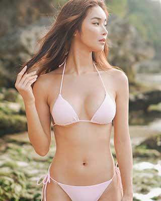 섹시한 비키니 몸매 과시한 모델