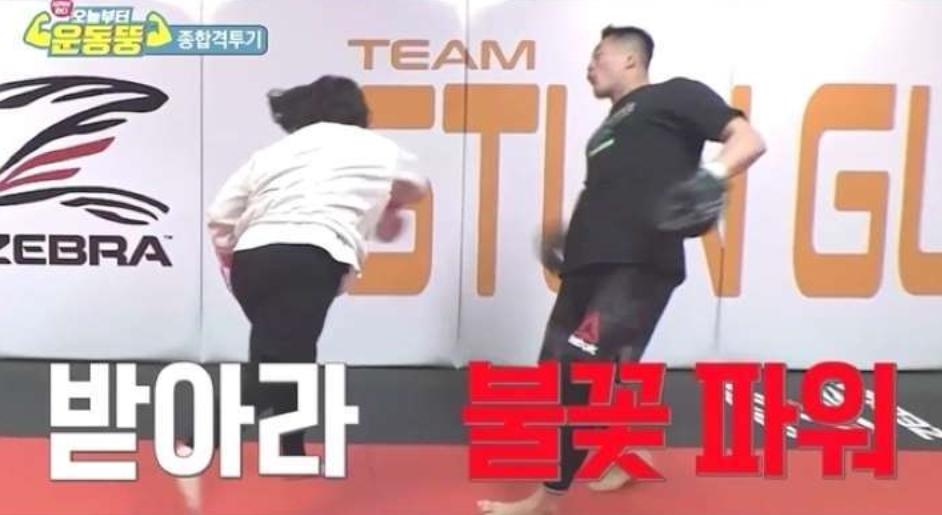 '운동뚱' 김민경, 허리 쓰며 펀치 '타고 났네'