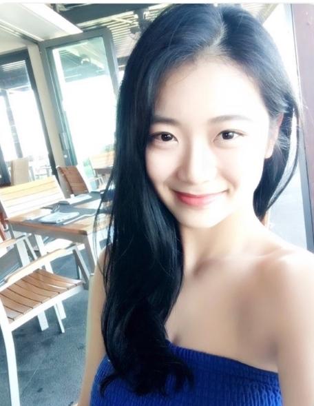 '검색어 1위 골퍼' 안소현, 어깨 드러낸 일상사진 '미모 폭발'