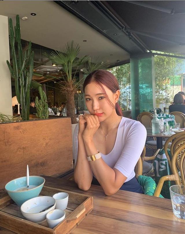 골퍼 유현주 사복 입은 모습...가슴골 시선집중