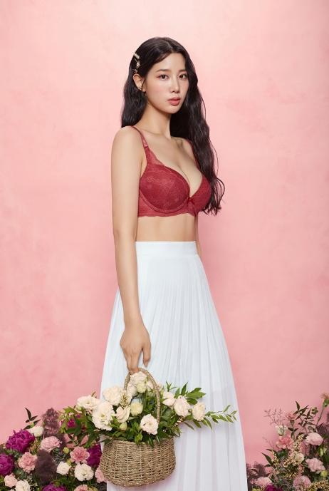 女아이돌 조현, 속옷 화보서 넘사벽 D컵 볼륨