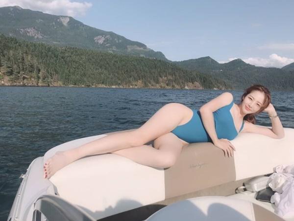 리듬체조 신수지, 수영복 사진서 드러난 매력 허벅지