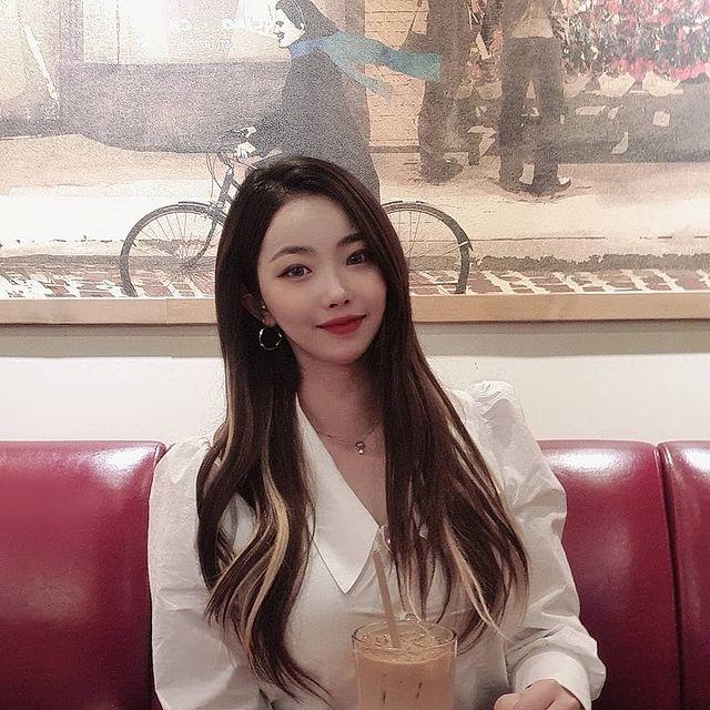 '왁싱샵 운영 중' 미녀 배구선수 글래머 몸매