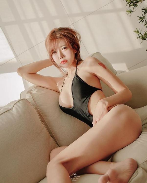 '미스 맥심' 지수아, '한계 수위' 아찔한 포즈